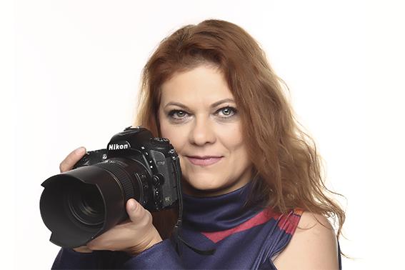 Dr. Richlach Mónika jogász, szociálpolitikus, fotográfus